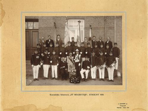1928: Groepsfoto schutterij